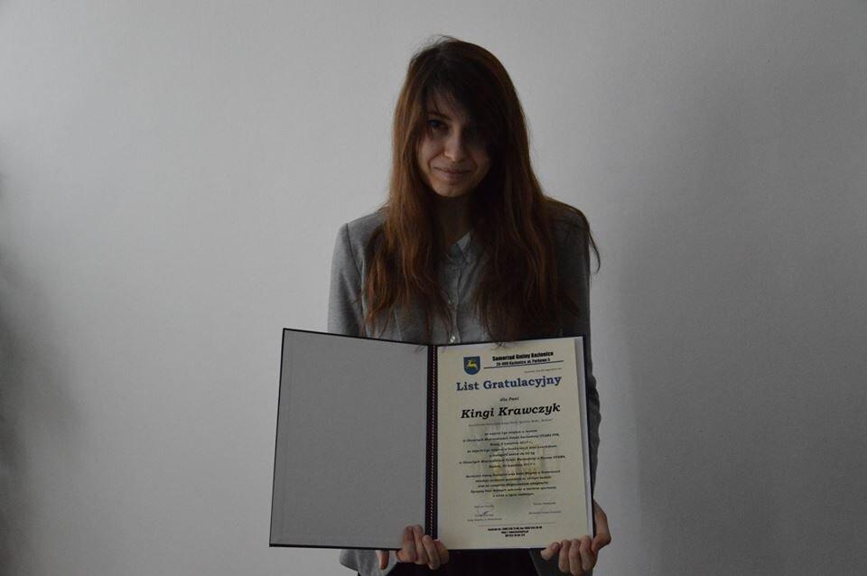 Wyróżnienie dla Kingi Krawczyk, sesja Rady Miejskiej, Kozienice 28 lutego 2018 r.