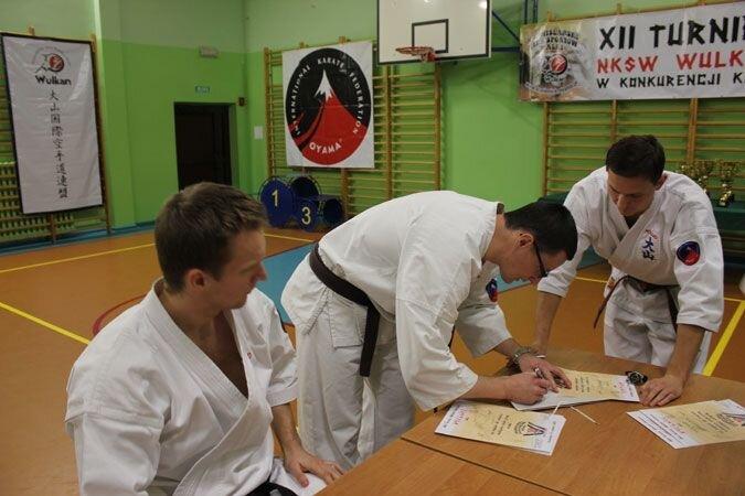 XII Turniej NKSW Wulkan w konkurencji kata. 16 grudnia 2011 r.